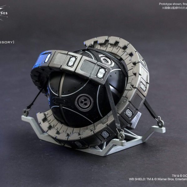 The Bat with Batman, Selina Kyle and Fusion Reactor Hot Toys