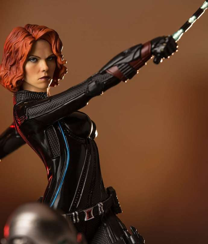 black-widow-age-of-ultron-diorama-16-iron-studios-capa