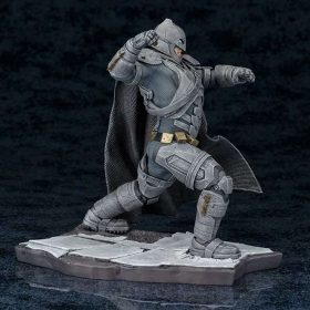 Armored Batman Dawn of Justice ArtFX Kotobukiya