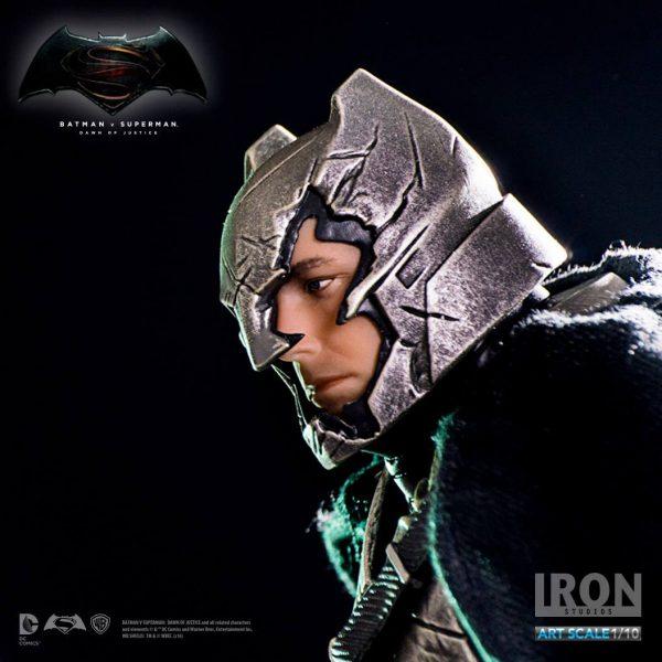 Armored Batman Battle Damaged Ver Art Scale Iron Studios