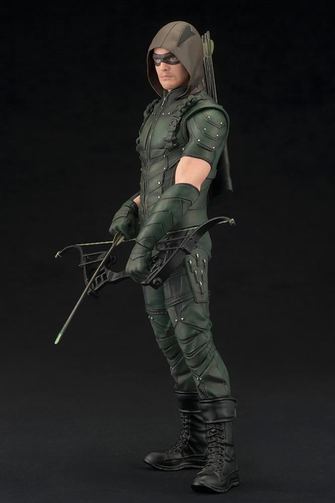 a comparison of the television series batman and green arrow What the villains don't know: green arrow (tv-series) is in town and helps bruce for the fight just assume that they are part of the same universe, know each other and have worked together before.