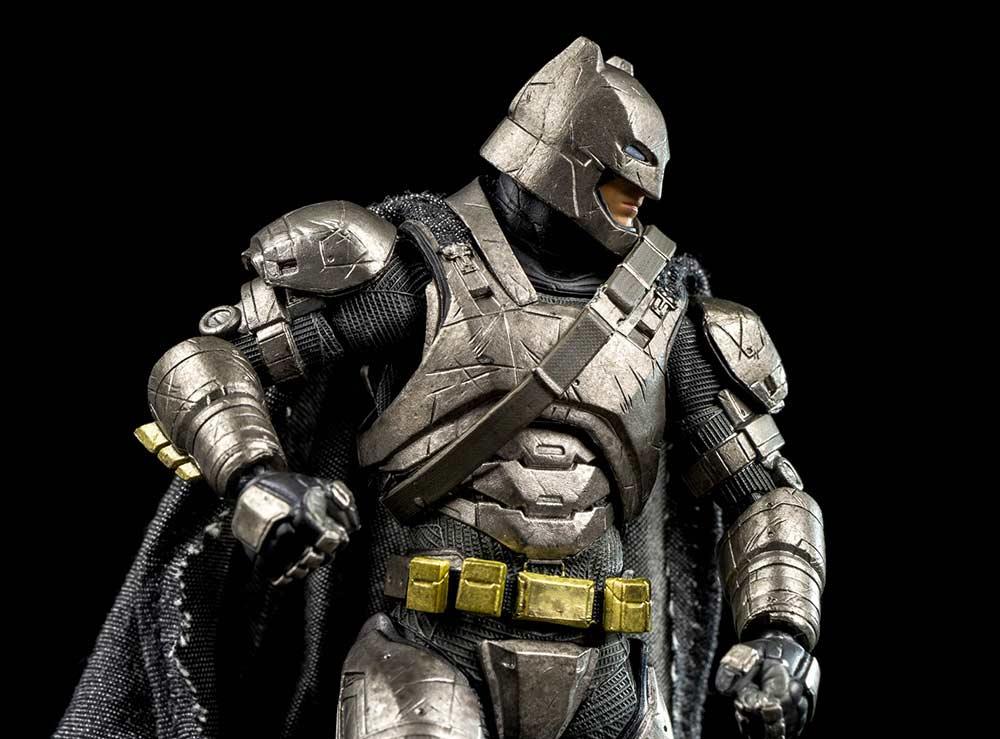 Batman Armored Batman v Superman Mafex Medicom